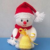 """Подарки к праздникам ручной работы. Ярмарка Мастеров - ручная работа """"Снеговик с колокольчиком"""" вязаная игрушка. Handmade."""