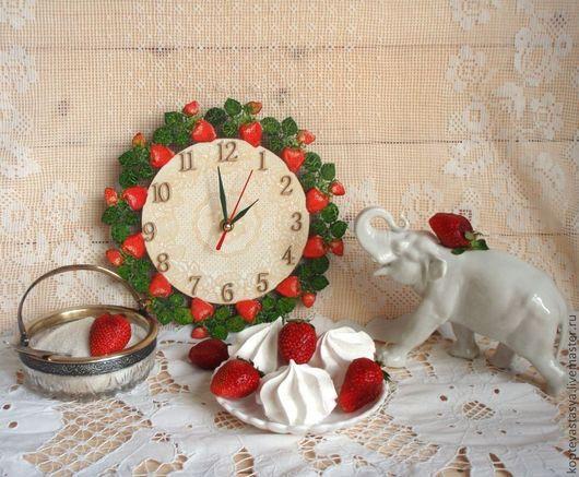 Часы для дома ручной работы. Ярмарка Мастеров - ручная работа. Купить Клубничные часы. Handmade. Ярко-красный, часы интерьерные