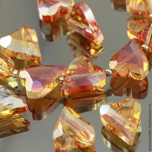 Бусины стеклянные граненые формы Сердечко со специальной обработкой cristallized розового оттенка для сборки украшений