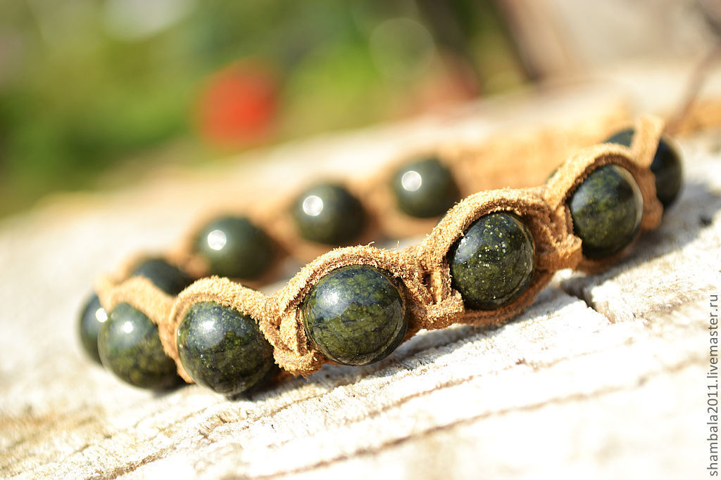 Shamballa bracelet with suede and stone serpentine. Talisman. Amulet. Guardian