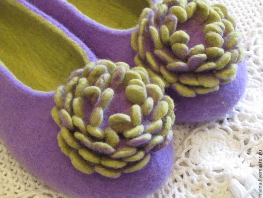 """Обувь ручной работы. Ярмарка Мастеров - ручная работа. Купить тапочки""""Хризантемы""""2. Handmade. Сиреневый, шерсть 100%, шерсть для валяния"""