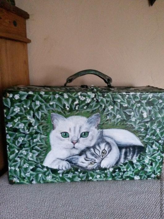 """Чемоданы ручной работы. Ярмарка Мастеров - ручная работа. Купить Старый чемодан """"Два кота""""_. Handmade. Болотный, лен натуральный"""