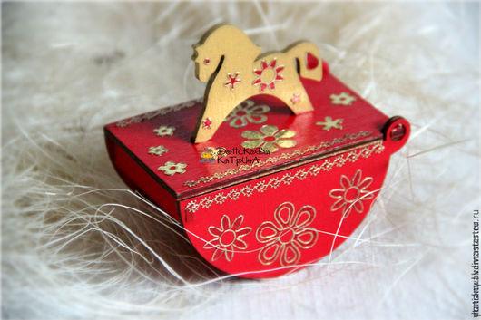 """Новый год 2017 ручной работы. Ярмарка Мастеров - ручная работа. Купить Короб качалка мини """"Red&Gold"""". Handmade. Ярко-красный"""