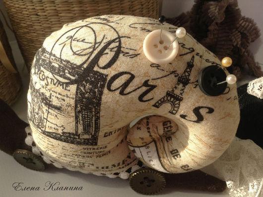 """Куклы Тильды ручной работы. Ярмарка Мастеров - ручная работа. Купить Тильда улитка """"Париж"""" - интерьерная игрушка / игольница. Handmade."""