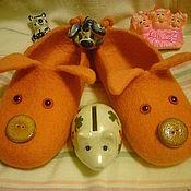 Обувь ручной работы. Ярмарка Мастеров - ручная работа тапочки валяные Свинка Апельсинка. Handmade.