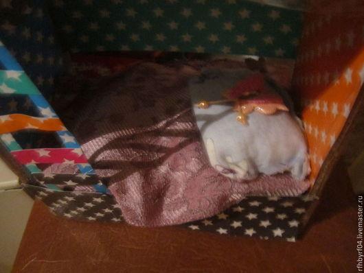 Это 1-ый этаж.Тут есть матрас и подушка.Кровать Татьяна Лебедева