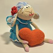 Куклы и игрушки ручной работы. Ярмарка Мастеров - ручная работа Влюблённая овечка с сердечком. Handmade.