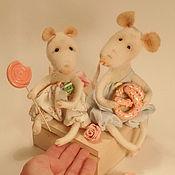 """Куклы и игрушки ручной работы. Ярмарка Мастеров - ручная работа Мышки """"Сладкая парочка"""",войлочная игрушка-подарок на 8 марта.. Handmade."""