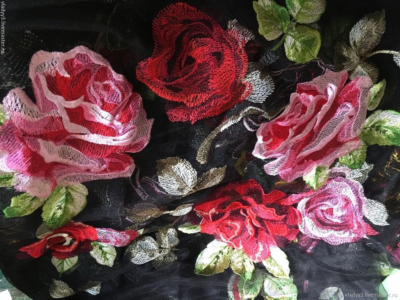 Вышивка розы на сетке 91
