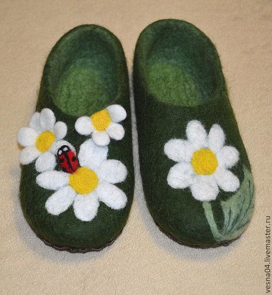 """Обувь ручной работы. Ярмарка Мастеров - ручная работа. Купить Валяные вручную женские тапочки """" Ромашки """". Handmade."""