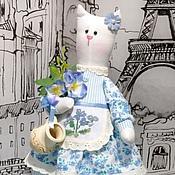 Куклы и игрушки ручной работы. Ярмарка Мастеров - ручная работа Кошка. Молоко и незабудки.. Handmade.