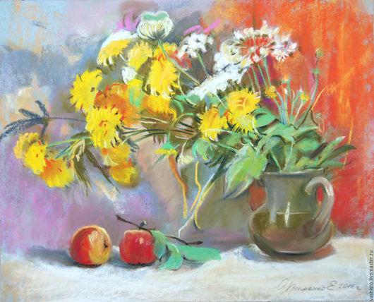 Картина пастелью. На картине изображён букет летних цветов персик и ветка с яблоком. Жёлтые астры, колосья, и неизвестные мне полевые цветы, похожие на белые зонтики.