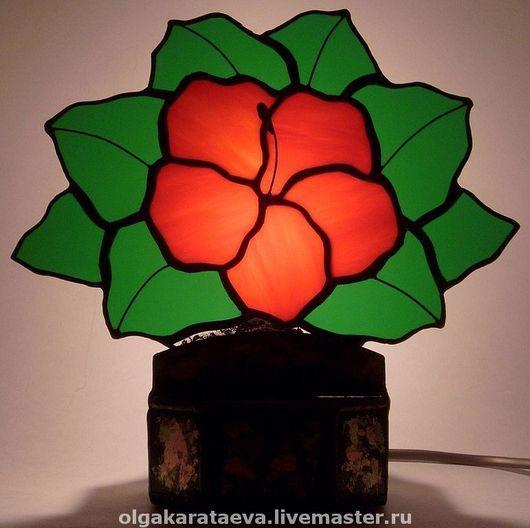 """Освещение ручной работы. Ярмарка Мастеров - ручная работа. Купить витражный светильник """"Гибискус"""". Handmade. Витраж Тиффани, подарок, лампа"""