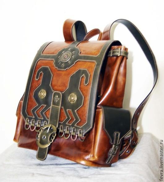 Рюкзак из двух видов кожи, легкий и удобный.  Сделан для девушки , но  при небольшой корректировке и, возможно, ином цветовом решении, может быть сделан и для молодого человека.
