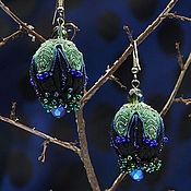 Украшения ручной работы. Ярмарка Мастеров - ручная работа Бутон. Серьги с вышивкой черные зеленые серебристые. Handmade.