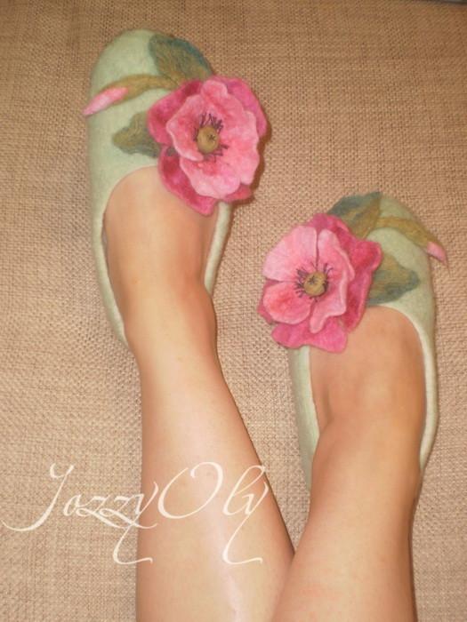"""Обувь ручной работы. Ярмарка Мастеров - ручная работа. Купить тапочки """"Розовые маки"""". Handmade. Валяные тапочки, тапочки из войлока"""