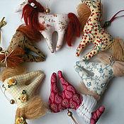 Куклы и игрушки ручной работы. Ярмарка Мастеров - ручная работа Лошадки - елочные игрушки). Handmade.