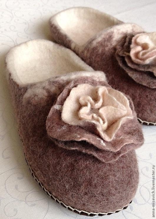 """Обувь ручной работы. Ярмарка Мастеров - ручная работа. Купить Тапочки """"Капучино"""". Handmade. Бежевый, подарок, зима, капучино"""