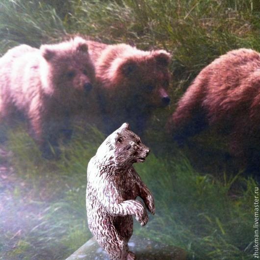 Миниатюрная фигурка `Медведь`. Есть статуэтки собак: такса, болонка, эрдельтерьер, пудель, спаниель, пекинес. Есть фигурки других животных: слон, черепаха, кошка, мышь, крыса, змея (кобра).