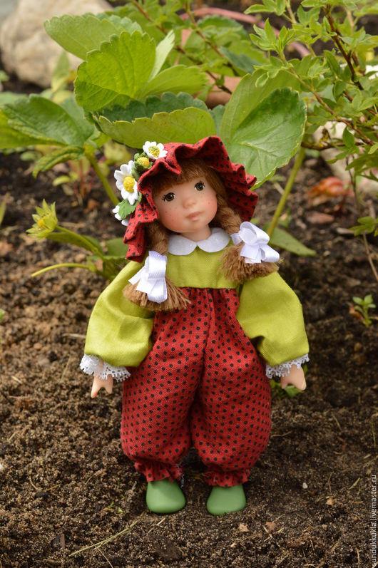 Коллекционные куклы ручной работы. Ярмарка Мастеров - ручная работа. Купить Кукла из  полимерной глины Ягодка. Handmade. Авторская кукла