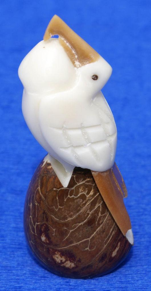 Статуэтки ручной работы. Ярмарка Мастеров - ручная работа. Купить Пеликан стоящий фигурка небольшая статуэтка выточенная из ореха тагуа. Handmade.