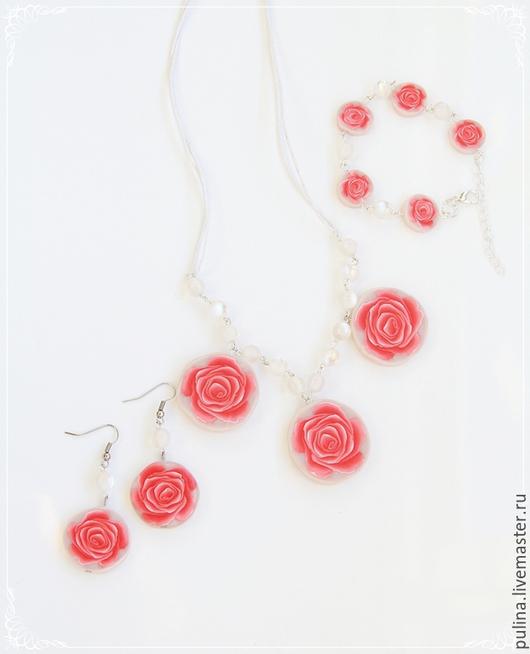 Комплект `Розовые розы`, колье, серьги, браслет из полимерной глины