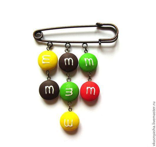 """Броши ручной работы. Ярмарка Мастеров - ручная работа. Купить Брошь на булавке """"m&m's"""" из полимерной глины. Handmade. Красный"""