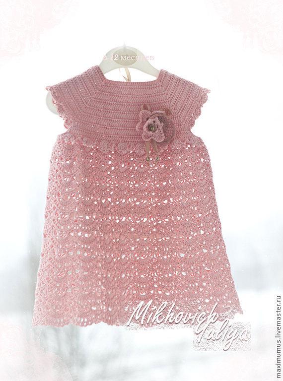 Вязаная розочка на платье