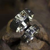 Свадебный салон ручной работы. Ярмарка Мастеров - ручная работа Кованые обручальные кольца с тремя кабошонами. Handmade.