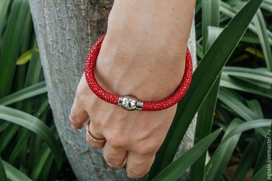 Браслет из ската. Кожа ската. Красный браслет. Браслет женский. Подарок женщине. Браслет в подарок. Оригинальный браслет.