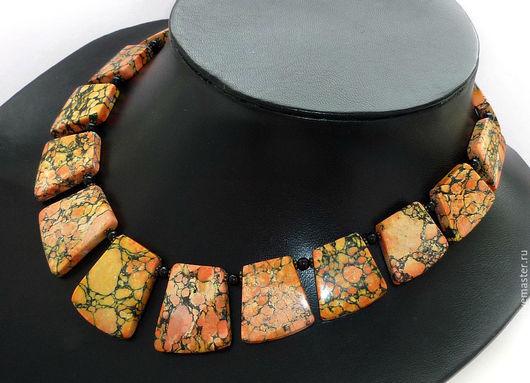 Колье`Африка` в единственном экземпляре, выполнено из натурального тонированного Турквенита (Говлит) и чёрного Агата. Качественная металлофурнитура цвета античной бронзы