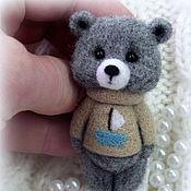 Украшения ручной работы. Ярмарка Мастеров - ручная работа Мишка в свитере,брошь. Handmade.