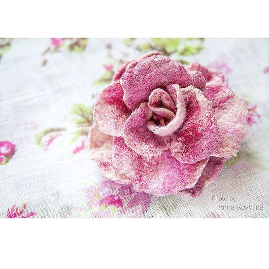 Броши ручной работы. Ярмарка Мастеров - ручная работа. Купить Молочно-розовая роза - войлочная брошь. Handmade. Войлочная роза