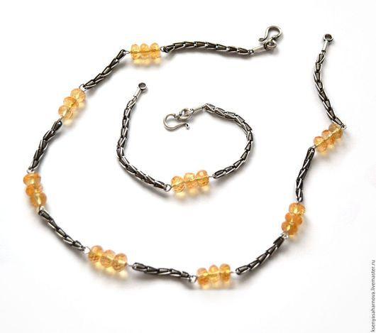 Светло-медовый сверкающий натуральный цитрин в окружении оригинальной цепи из окисленного серебра ручной работы индонезийских мастеров. Колье и браслет Медовый цитрин в серебре.