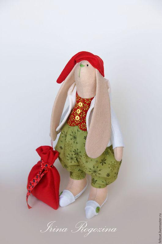 """Куклы Тильды ручной работы. Ярмарка Мастеров - ручная работа. Купить """"Новогодний гном"""" заяц с мешком подарков. Handmade."""