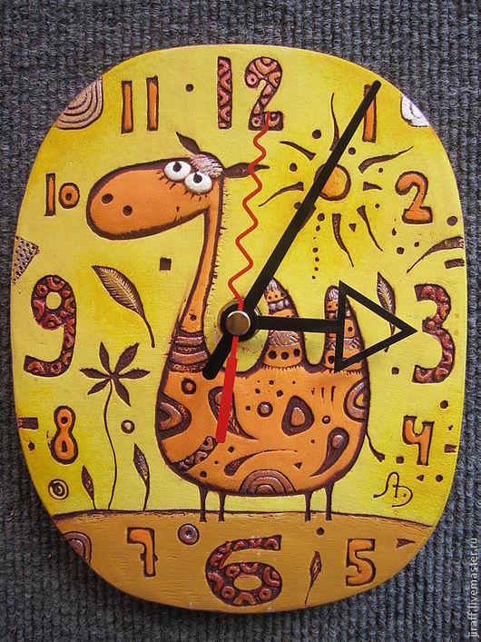 """Часы для дома ручной работы. Ярмарка Мастеров - ручная работа. Купить часы """"Верблюд"""". Handmade. Часы в подарок, акриловые краски"""
