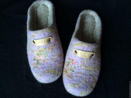 """Обувь ручной работы. Ярмарка Мастеров - ручная работа. Купить Тапочки валяные женские """"Сиреневая нежность"""". Handmade. Тапочки домашние"""