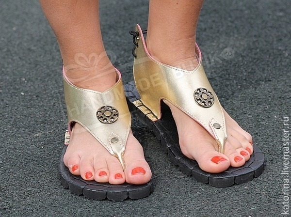 sandals gold low genuine leather through the finger. any colors and sizes are available to order!