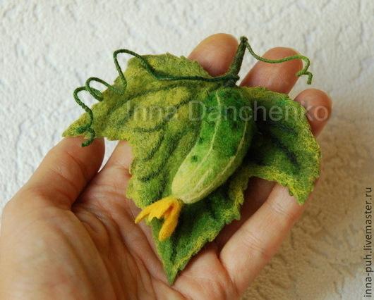 валяная брошь, огурец зеленый, лист огурца, брошь из шерсти, брошь из войлока, Данченко Инна