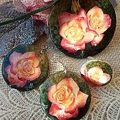 """Украшения ручной работы. Ярмарка Мастеров - ручная работа Перламутровый комплект """"Ты подарил букет из роз"""".. Handmade."""
