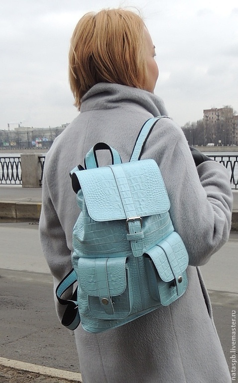 Рюкзак голубого цвета