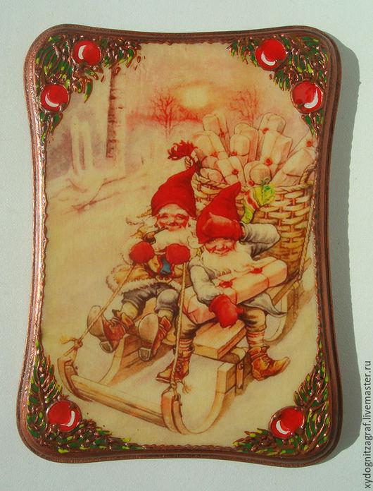Панно из серии `Новогодние гномы` размер 14 на 9,5 см.
