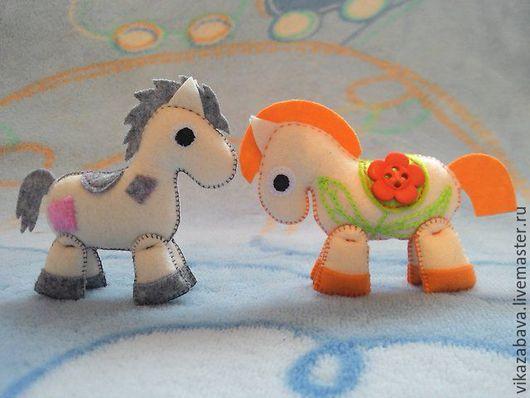 Брошь из фетра, украшение из фетра, игрушка из фетра, брошь игрушка, игрушка брошка, лошадка из фетра, игрушка лошадка из фетра, украшение для девочки, маленькая лошадка, брошь из войлока
