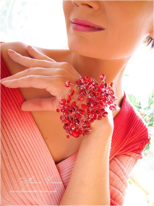 Необычный воздушный браслет ярко-красного цвета в подарок девушке.  Ажурный браслет ярко-алого цвета, в готическом стиле, в подарок.