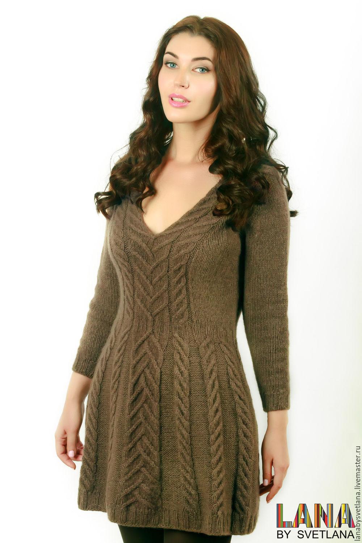 Вязаное платье спицами без швов