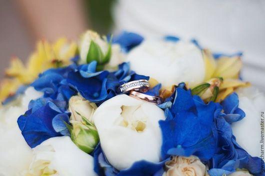 Букет невесты бело-синий