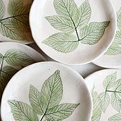 Тарелки ручной работы. Ярмарка Мастеров - ручная работа Тарелки с малиновыми листьями. Handmade.