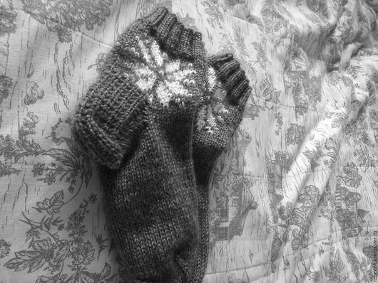 """Носки, Чулки ручной работы. Ярмарка Мастеров - ручная работа. Купить Носки """"Со снежинкой"""". Handmade. Серый, рисунок, носки"""