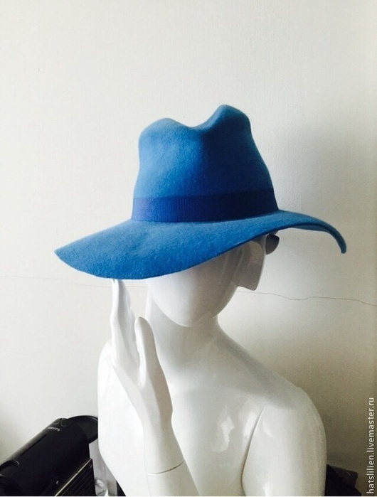 Шляпы ручной работы. Ярмарка Мастеров - ручная работа. Купить Велюровая шляпа в мужском стиле, голубая. Handmade. Голубой, велюр