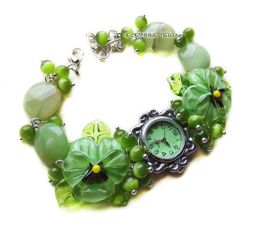 """Часы ручной работы. Ярмарка Мастеров - ручная работа. Купить """"Летняя зелень"""" наручные часы с бусинами лэмпворк. Handmade. Салатовый"""